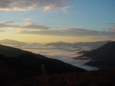 DSC02468清水岳登山口から神門雲海.JPG